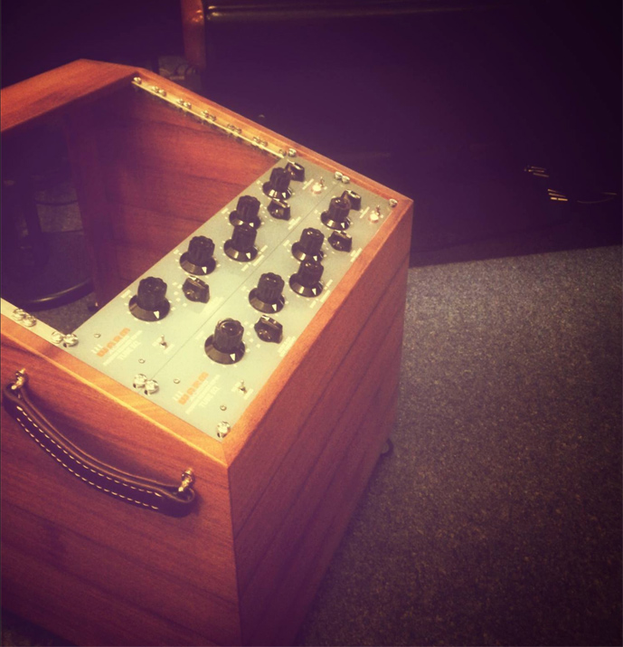 10U-mahogany-bucket-rack-by-mixingtable