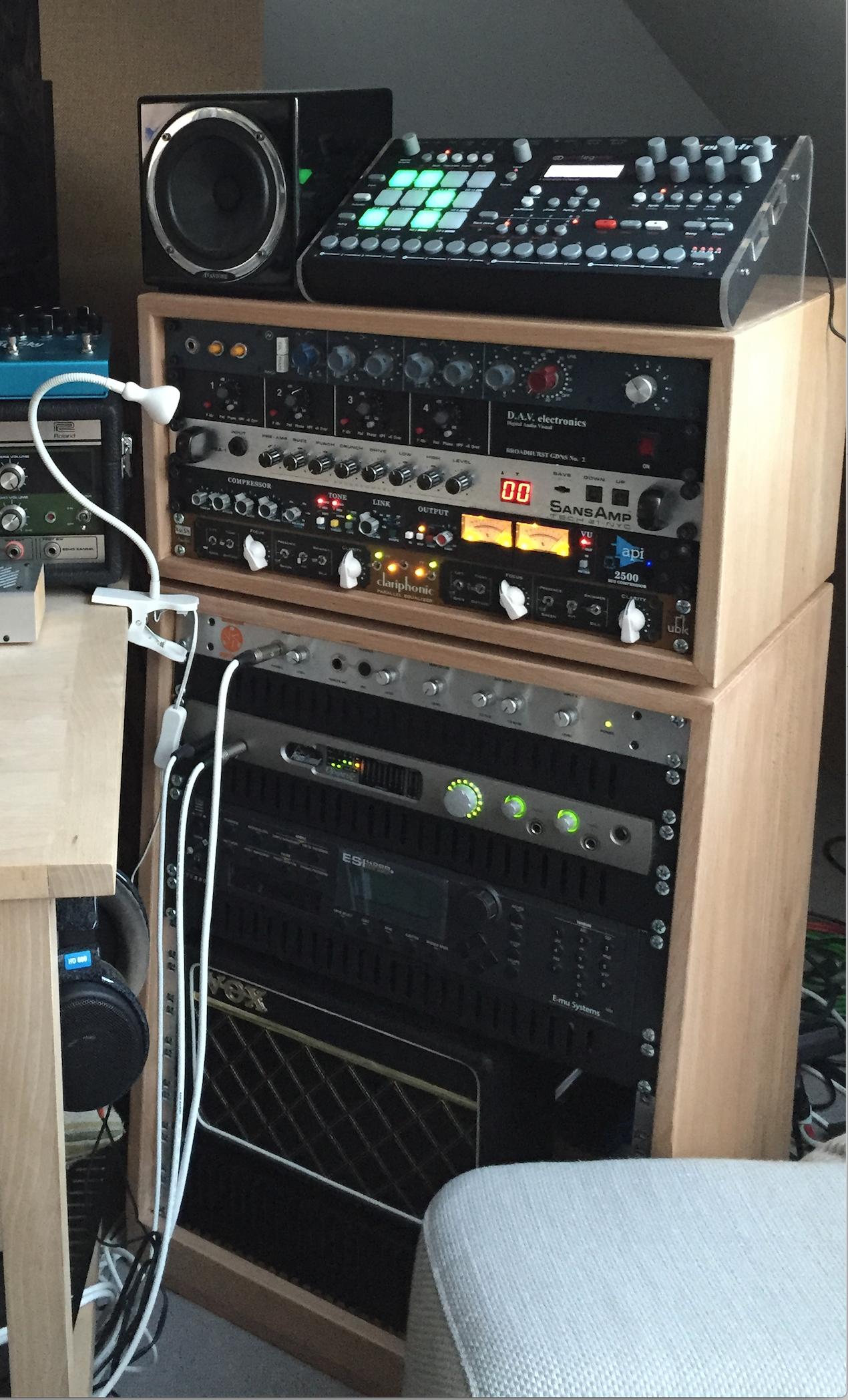 5U + 11U Beech racks mixingtable
