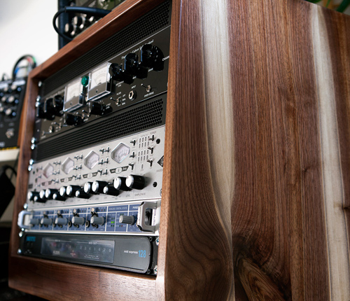 Sam-walnut-8U-rack-slanted2