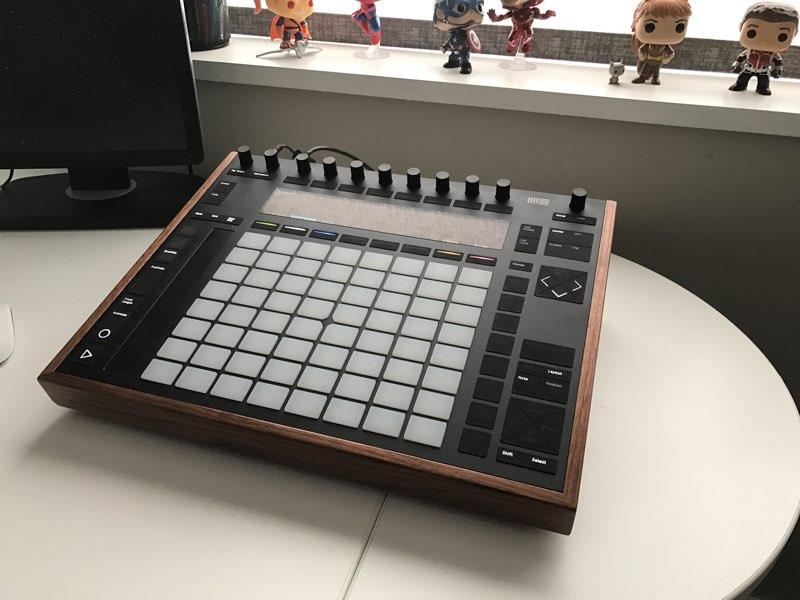 push-2-desk-stand-hank-3