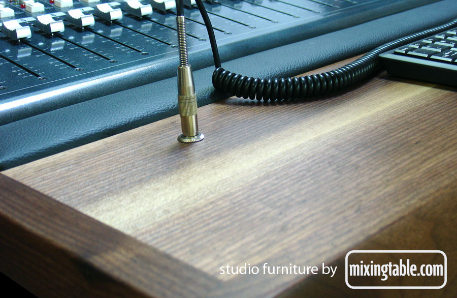 mixingtable-walnut-work-surface-with-headphone-jack-and-wrist-rest