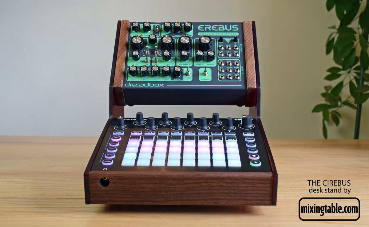 Novabox-Cirebus-stand-by-mixingtable-front-on